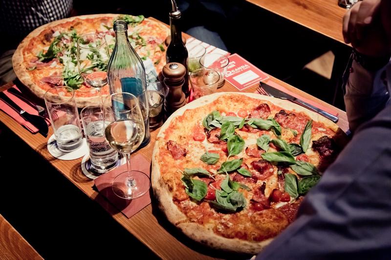 richtig pizza essen
